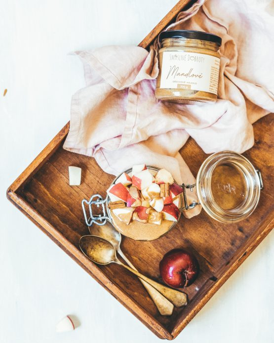 Mandlový ořechový krém 200g snídaně ovesná kaše s jablky
