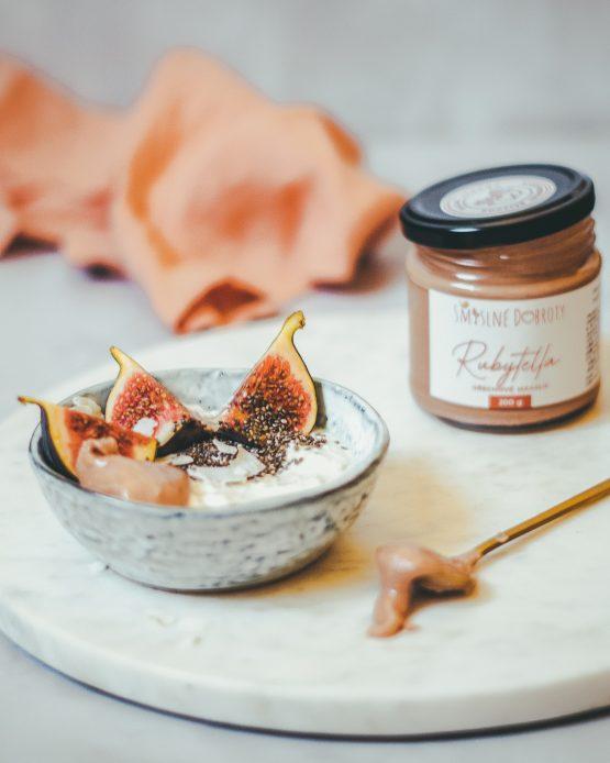 Rubytella ořechový krém 200g snídaně fíky jogurt v misce