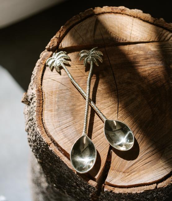 Mosazná lžička Palma na dřevě ruční výroba