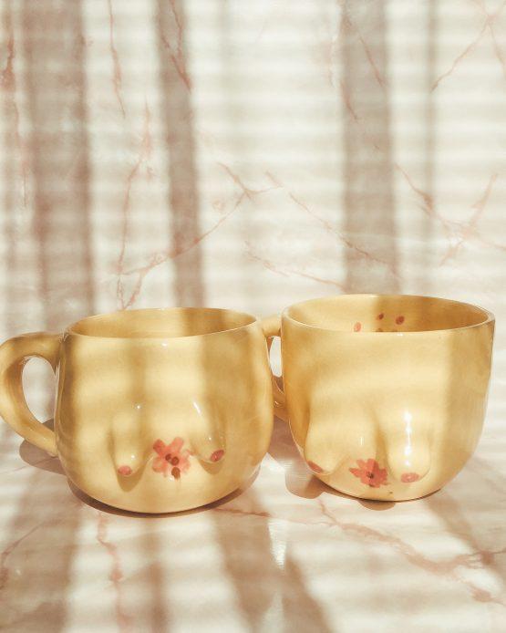 Keramický hrnek s prsy ruční výroba jarní motivy květin